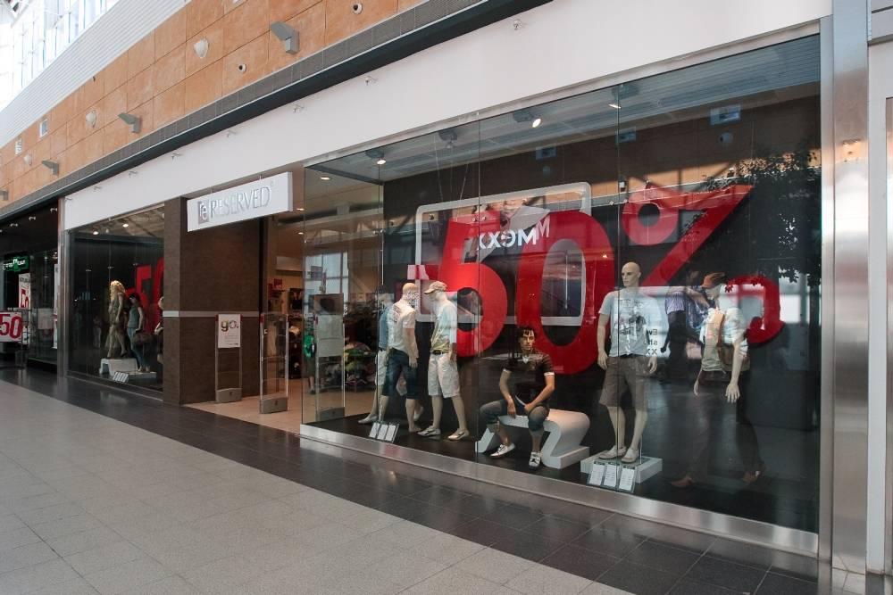 экспозиция товара в витрине интерьерная реклама