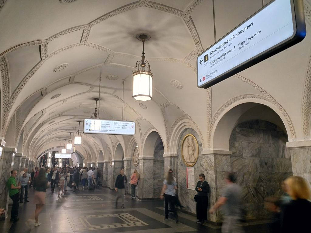 подвесная световая навигация в метрополитене